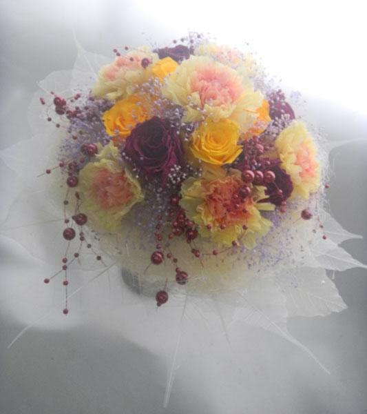 お誕生日祝いのプリザーブドフラワーの花束