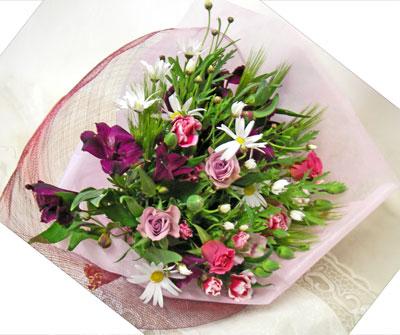 マーガレットとカーネーションの花束