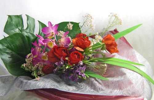 ラナンキュラスとデンドロビウムの花束