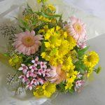 ガーベラとブバルディアのお祝いの花束