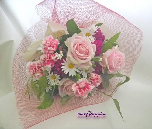 カーネーションとバラを使った母の日の花束
