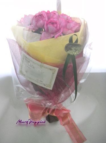 バラのお祝いの花束