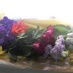 トルコキキョウとバラのお悔やみの花束