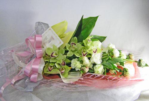 シンビジウムとトルコキキョウの花束