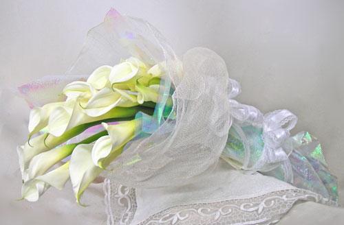 カラーのお誕生日祝いの花束