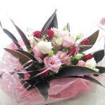 トルコキキョウとミニバラのご結婚祝いの花束