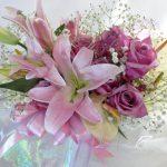 バラとユリの花束