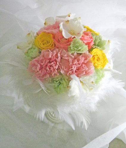 花水木とカーネーションのブーケ