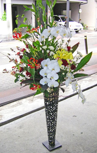 周年のお祝いのスタンド装花
