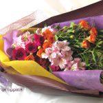藤袴とバラの秋の花束