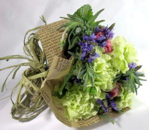 カーネーションとラベンダーの花束