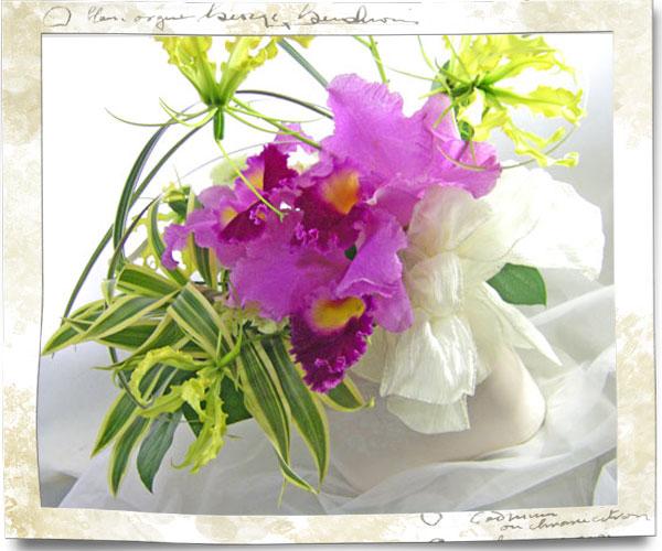 カトレアの陶器花器アレンジメント