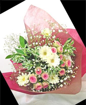 ピンクのミニバラとガーベラの花束