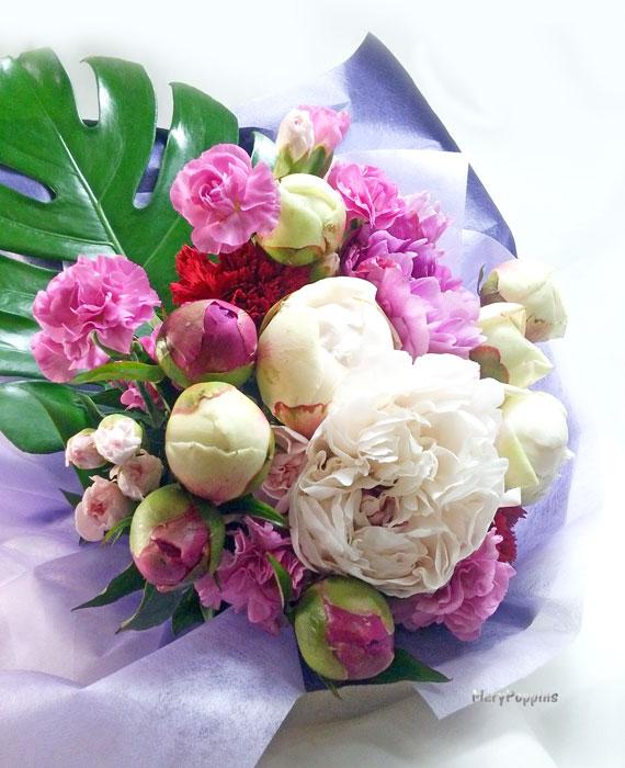 芍薬とカーネーションの花束