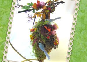 木の実とドライフラワーのバードハウス