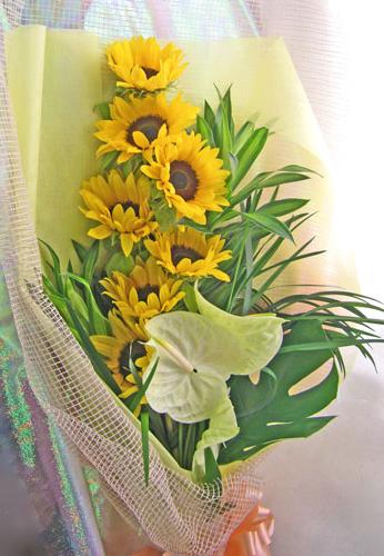 ひまわりとアンスリウムの花束
