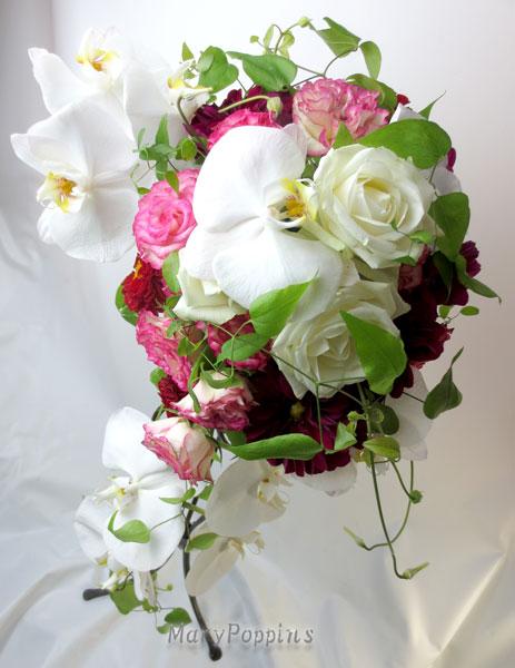 胡蝶蘭とバラのブライダルブーケ