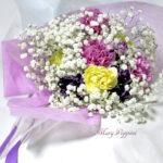 かすみそうとカーネーションの花束