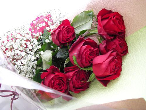 バラとカスミソウの花束